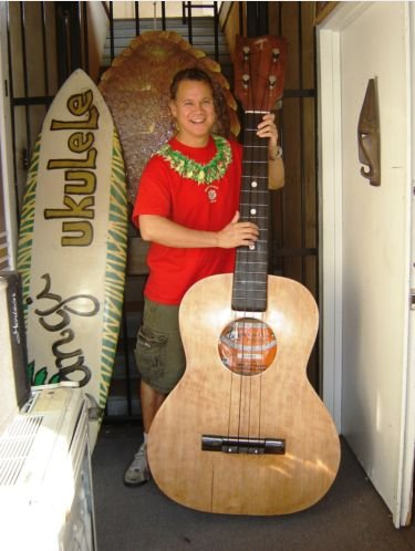 Tangi Giant Ukulele